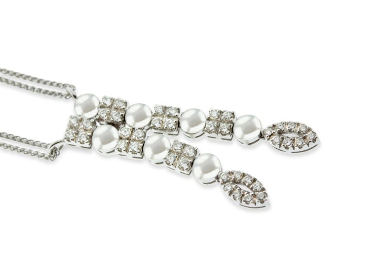 Contemporary 18 Karat White Gold Diamond Pendant Necklace For Sale