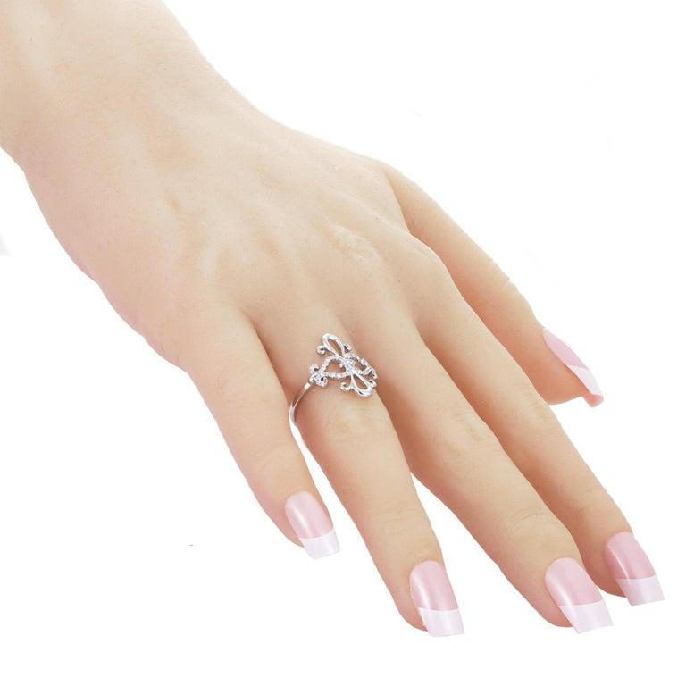 Women's 18 Karat White Gold Diamond Ring For Sale