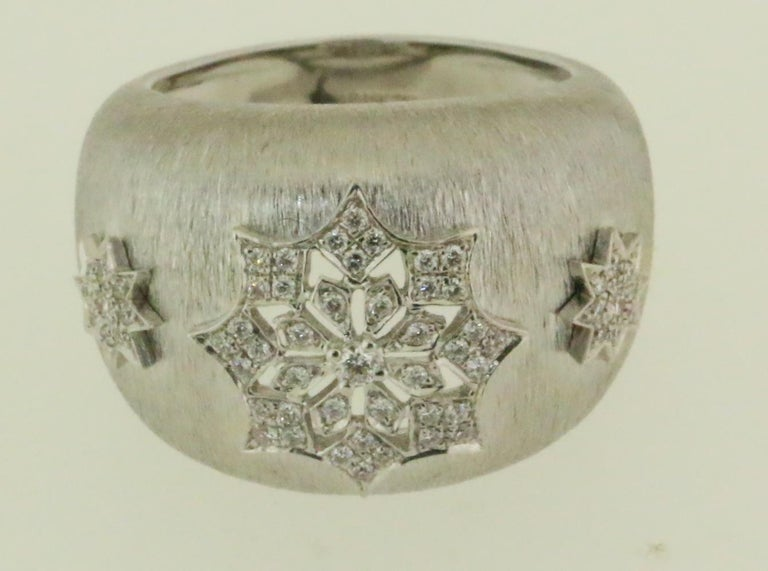 18 Karat White Gold Diamond Snowflake Ring in Florentine Finish For Sale 4
