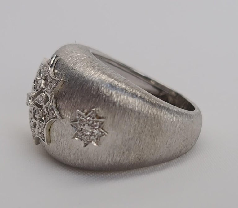 Medieval 18 Karat White Gold Diamond Snowflake Ring in Florentine Finish For Sale