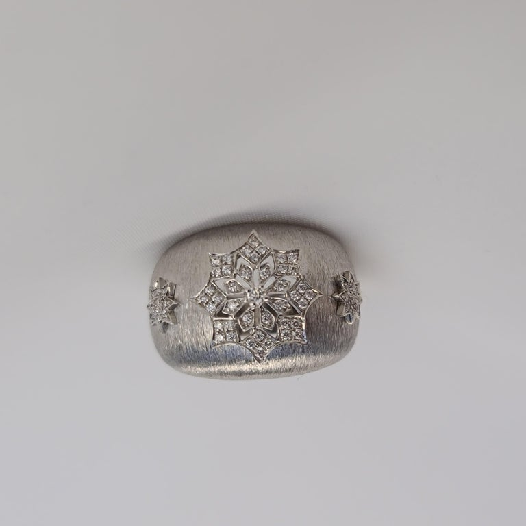 18 Karat White Gold Diamond Snowflake Ring in Florentine Finish For Sale 1