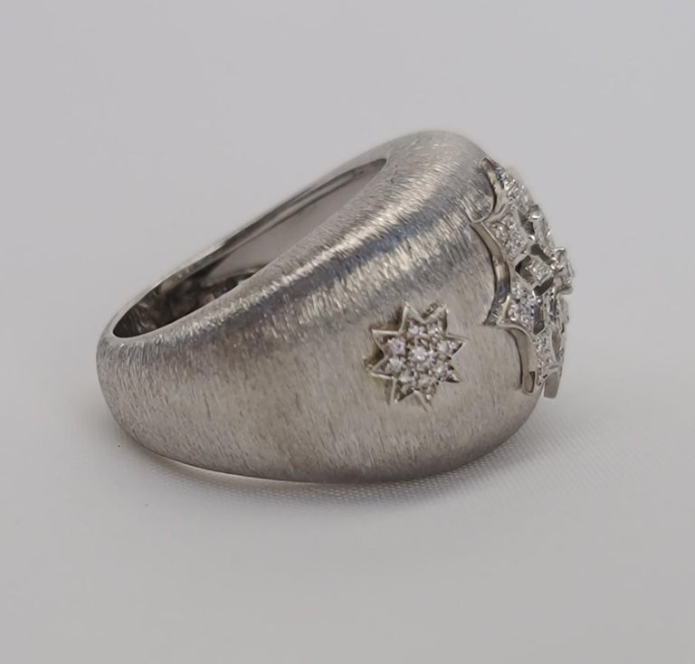 18 Karat White Gold Diamond Snowflake Ring in Florentine Finish For Sale 3