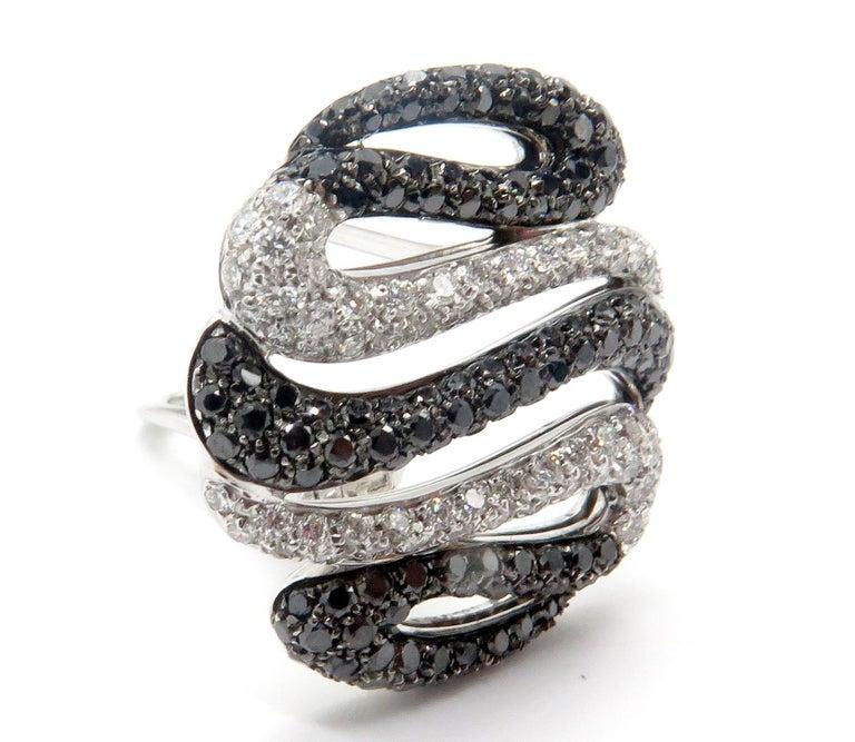 Round Cut 18 Karat White Gold Diamond Stud Earrings For Sale