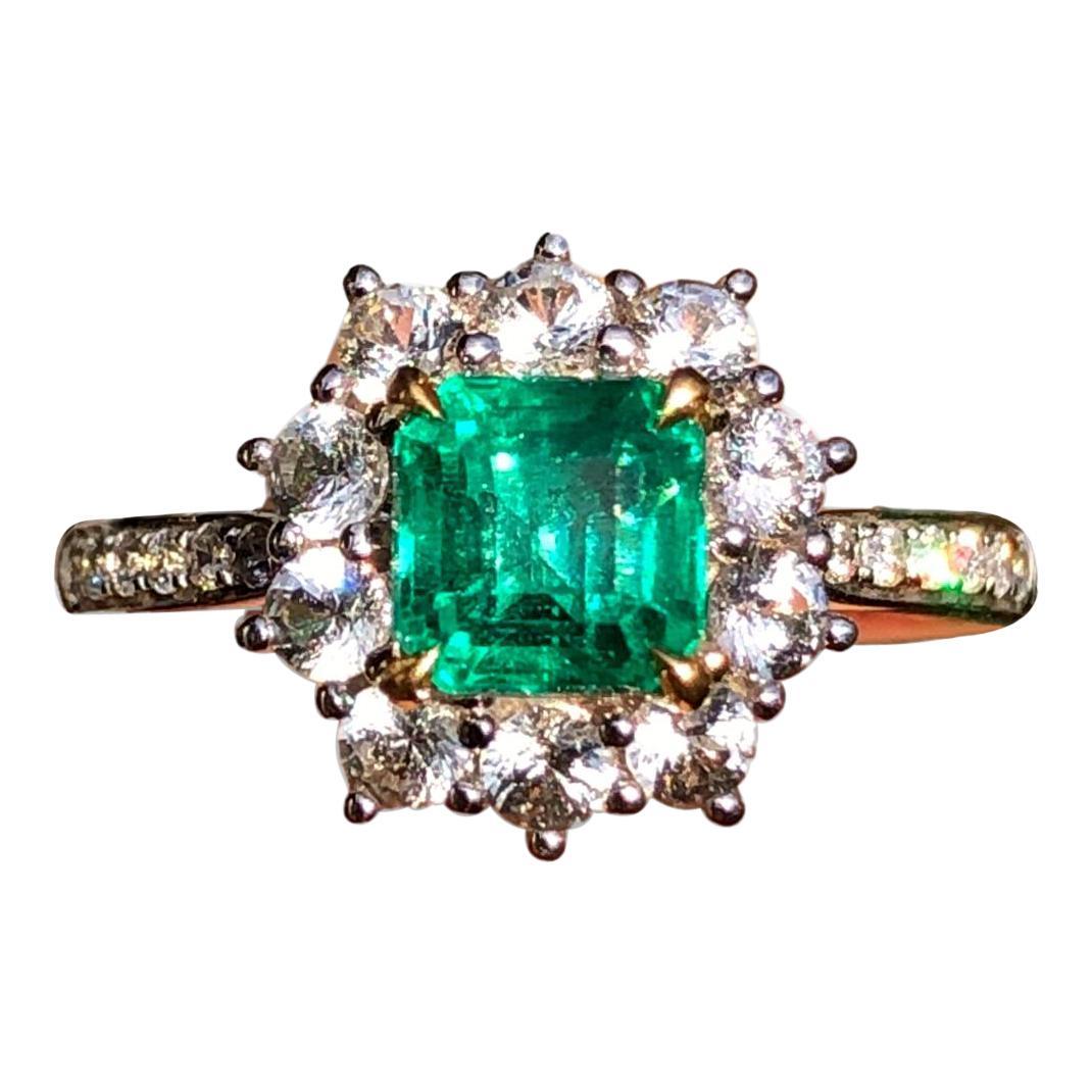 18k White Gold Emerald Diamond Cluster Ring