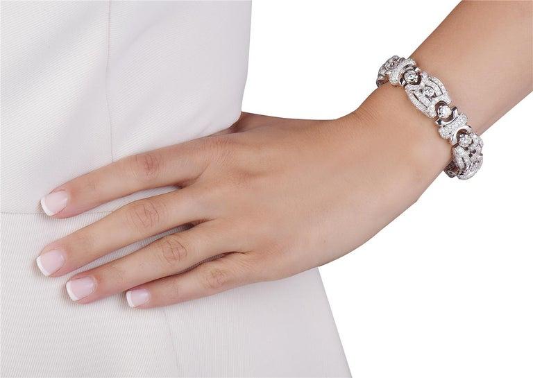 Round Cut 18 Karat White Gold Fashion Diamond Bracelet For Sale