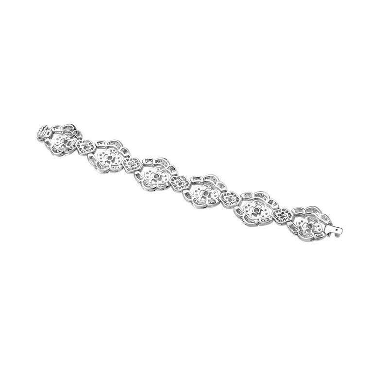 Contemporary 18 Karat White Gold Gold Flower Diamond Bracelet For Sale