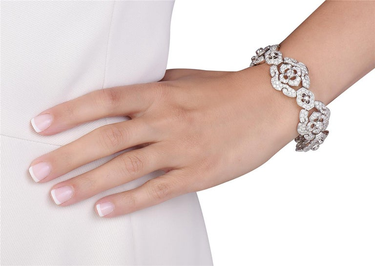 Round Cut 18 Karat White Gold Gold Flower Diamond Bracelet For Sale
