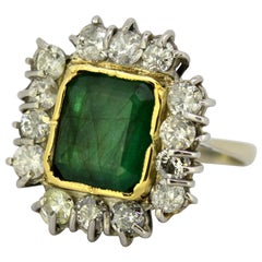 18 Karat White Gold Ladies Ring with Natural Emerald and Diamonds