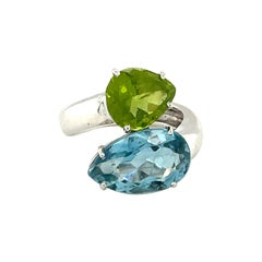 18k White Gold Pear Cut Blue Topaz and Peridot Ring