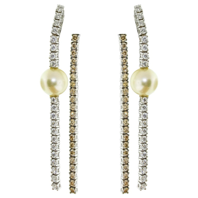 18 Karat White Gold Pearl and Diamond Dangle Drop Earrings For Sale