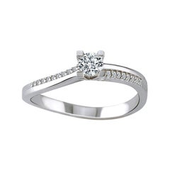18K White Gold Ring with Round-Cut Diamonds