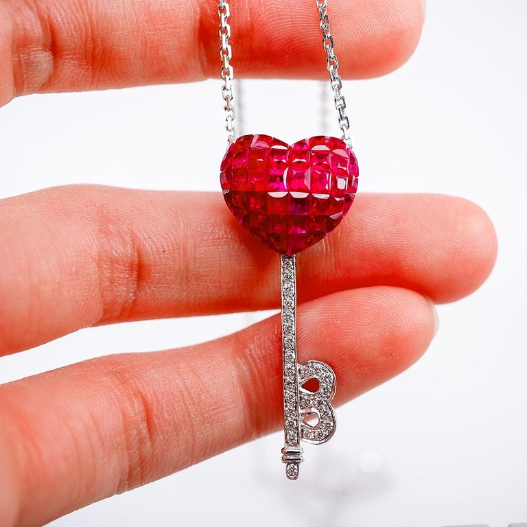18 Karat White Gold Ruby and Diamond Pendant Necklace Heart Key For Sale 1