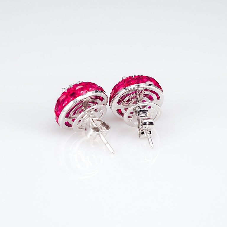 18K White gold Ruby dome invisible Stud Earrings In New Condition For Sale In Bangkok, TH
