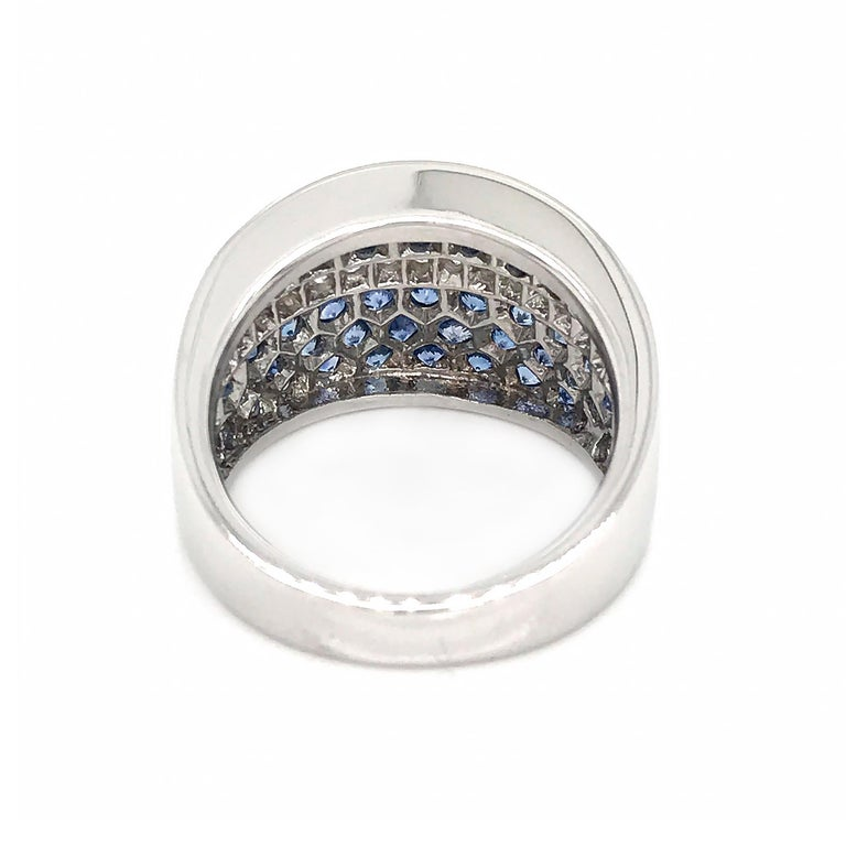 18 Karat White Gold Sapphire and Diamond Ring In Excellent Condition For Sale In New York, NY