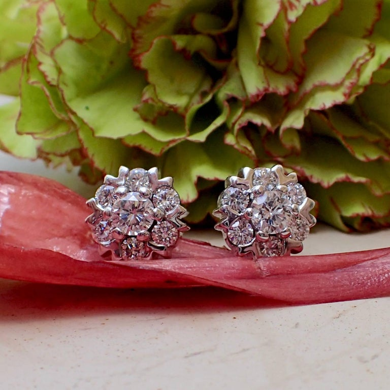18 Karat White Gold Snowflake Style Earrings with 1.42 Carat of Diamond In New Condition For Sale In Coral Gables, FL