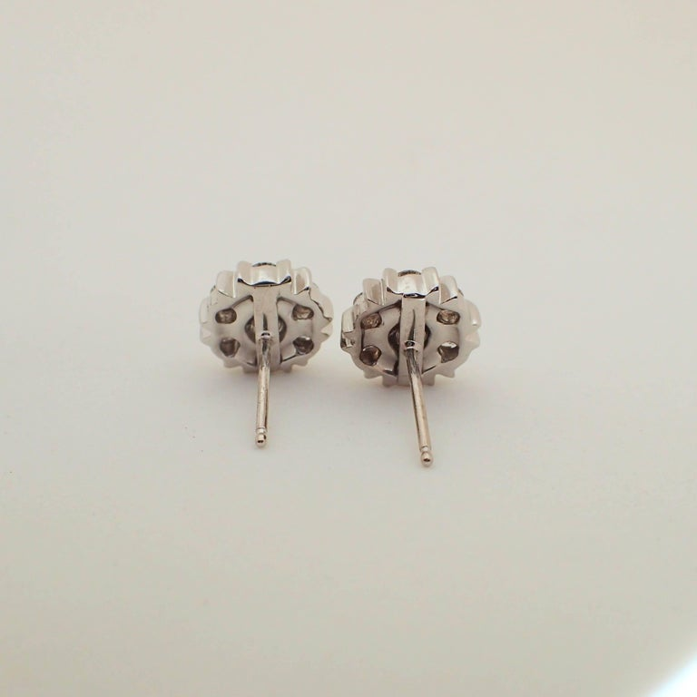 18 Karat White Gold Snowflake Style Earrings with 1.42 Carat of Diamond For Sale 5