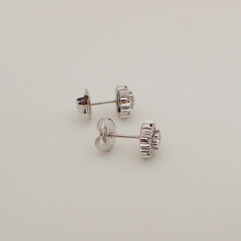 18 Karat White Gold Snowflake Style Earrings with 1.42 Carat of Diamond For Sale 6