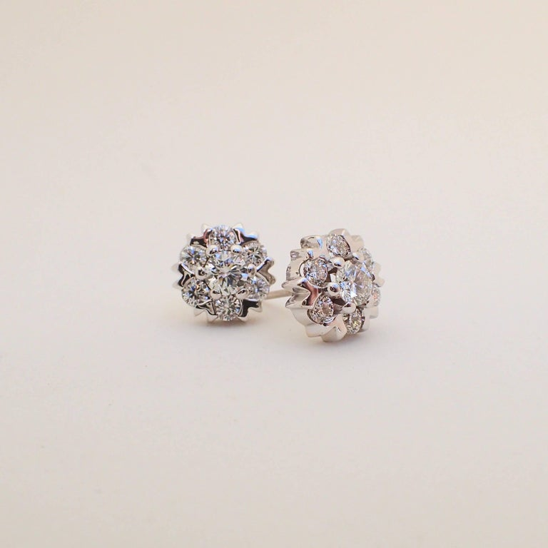 18 Karat White Gold Snowflake Style Earrings with 1.42 Carat of Diamond For Sale 2