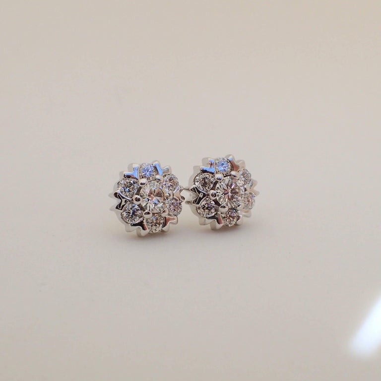 18 Karat White Gold Snowflake Style Earrings with 1.42 Carat of Diamond For Sale 1