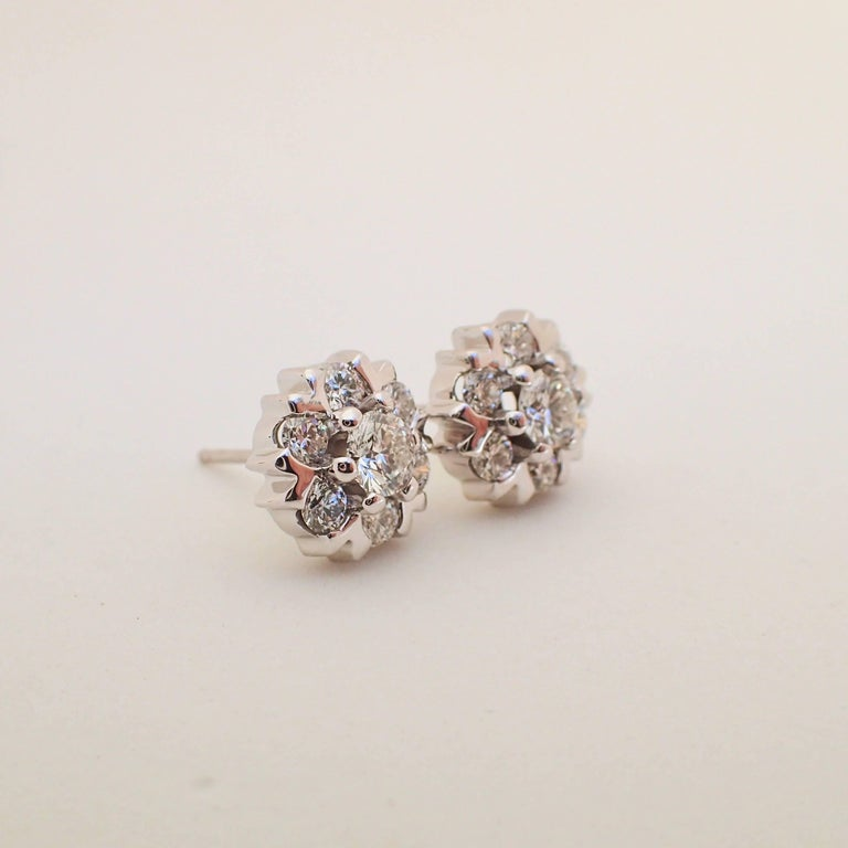 18 Karat White Gold Snowflake Style Earrings with 1.42 Carat of Diamond For Sale 4