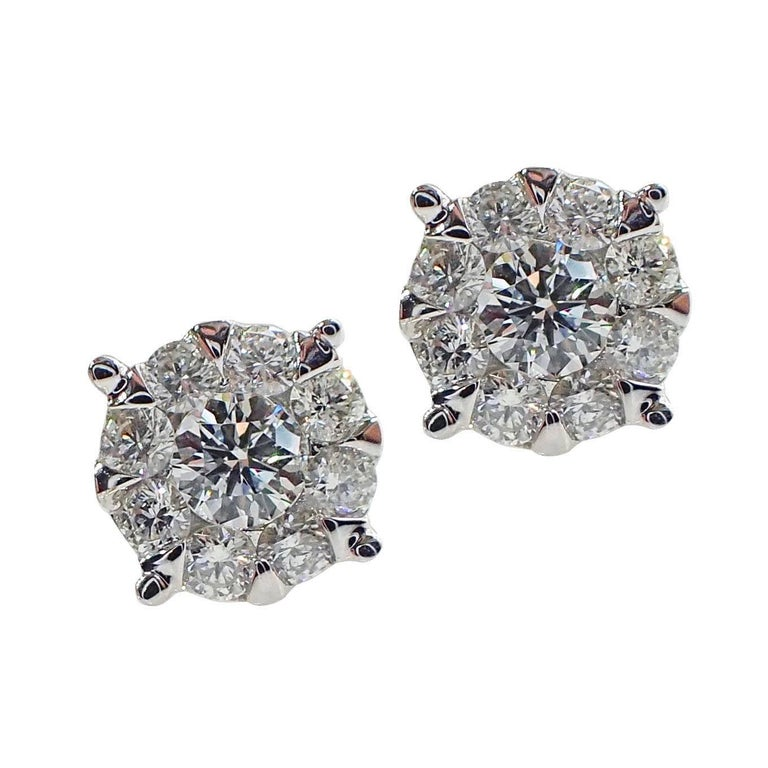 18 Karat White Gold Stud Earrings with 0.57 Carat of Diamond