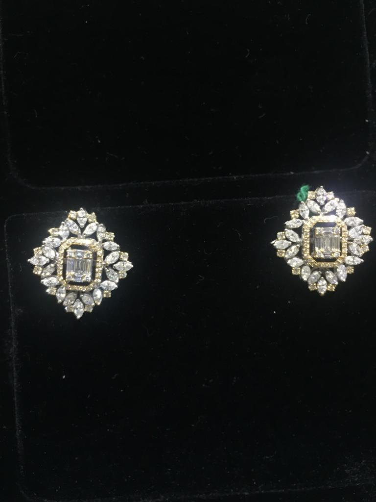 Diamond: 4.36 carats  Gold: 12.015 grams 18k  Colour: GH Clarity: VS-SI Item Code: DT GBA Note: This piece is available only on order