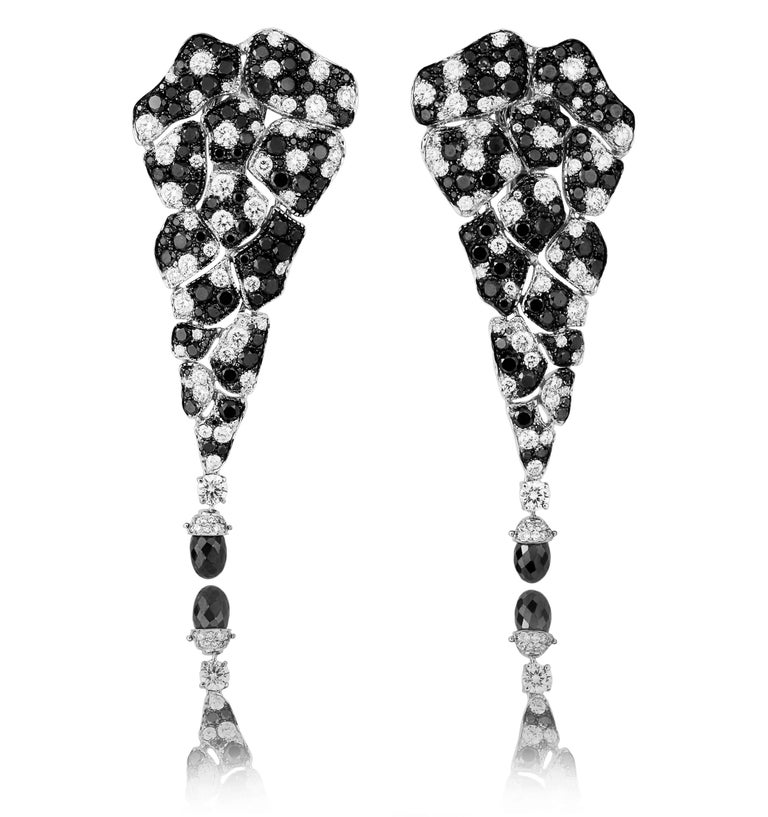Round Cut 18 Karat White Gold White Diamonds and Black Diamonds Earrings and Cocktail Ring For Sale