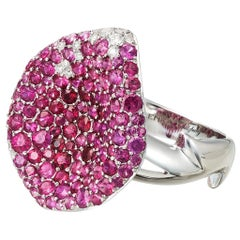18 Karat White Gold White Diamonds Rubies Ring