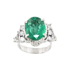 18k White Gold with Emerald and White Diamonds Ring