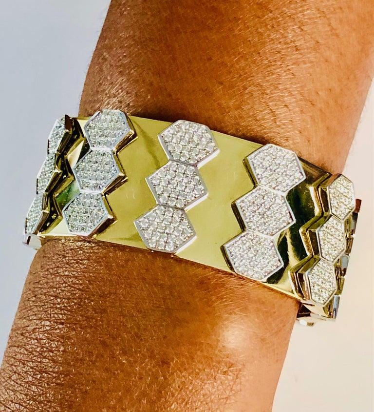 Round Cut 18 Karat Yellow and White Gold Diamond Spring Bangle Bracelet For Sale