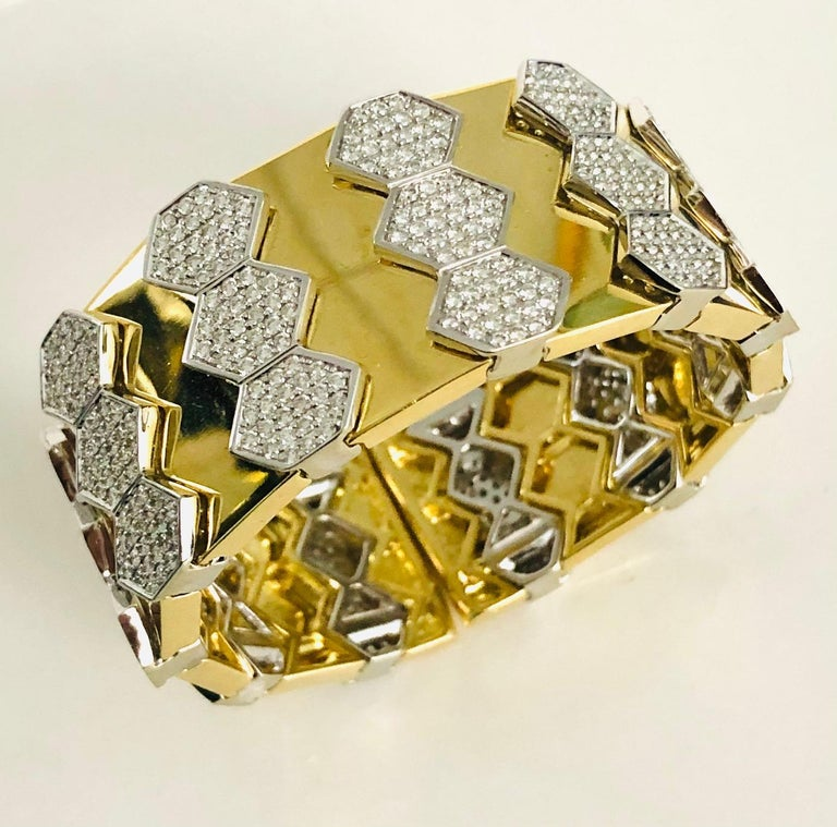 18 Karat Yellow and White Gold Diamond Spring Bangle Bracelet In New Condition For Sale In New York, NY