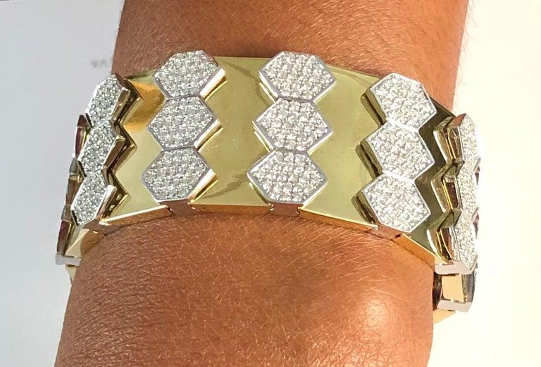 18 Karat Yellow and White Gold Diamond Spring Bangle Bracelet For Sale 2