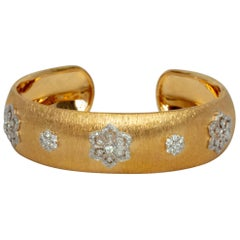 18K Yellow and White Gold Diamonds Bangle Modern Bracelet in Florentine Finish