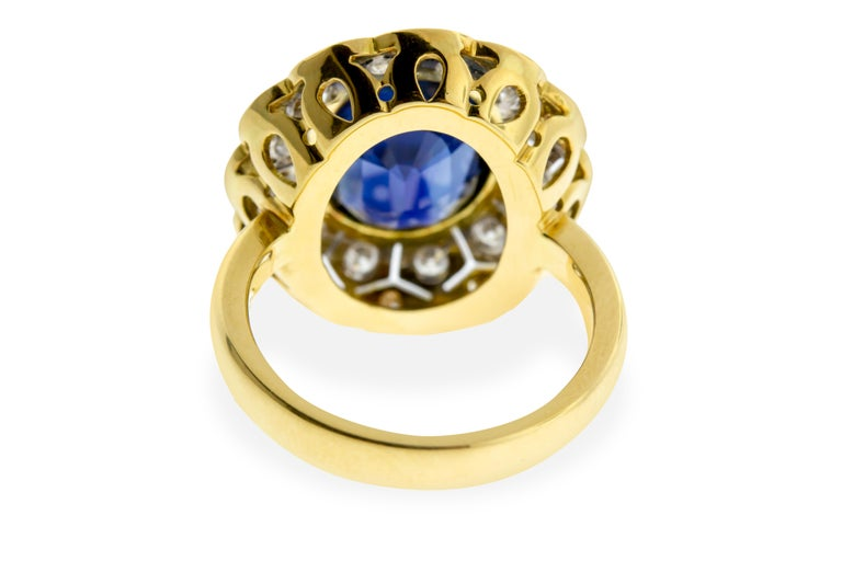 18 Karat Yellow and White Gold Sapphire and Diamond Ring In New Condition For Sale In New York, NY