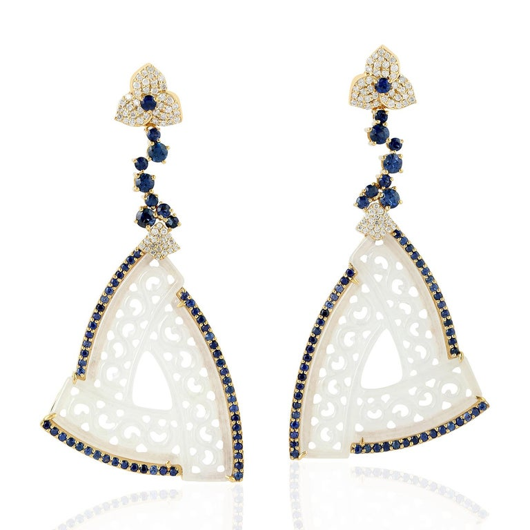Round Cut 18k Yellow Gold 0.63ct Diamond 2.9ct Sapphire 27.5ct Jade Carving Dangle Earring For Sale