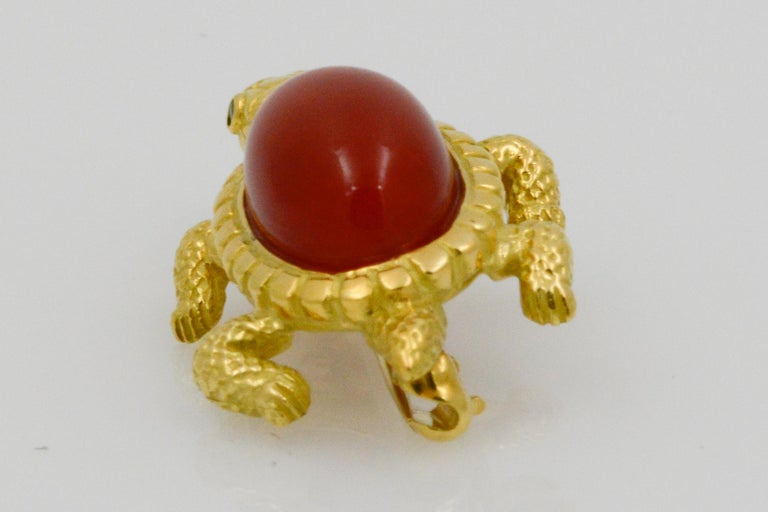 18 Karat Yellow Gold and Coral Turtle Pin For Sale 1