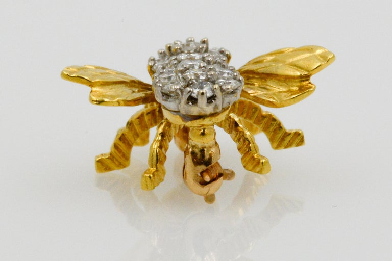 18 Karat Yellow Gold and Diamond Bee Pin In Good Condition In Dallas, TX