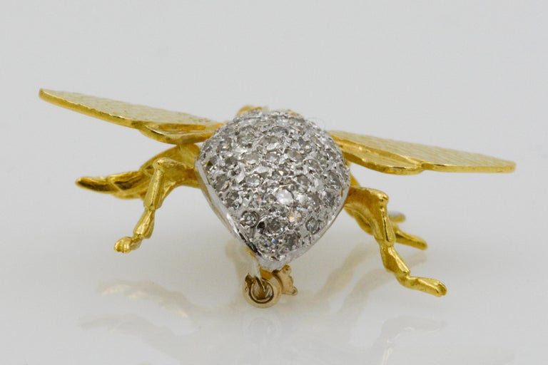 18 Karat Yellow Gold and Diamond Fly Pin In Good Condition For Sale In Dallas, TX