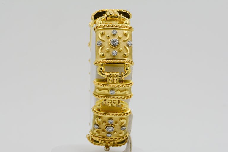Round Cut 18 Karat Yellow Gold and Diamond Linked Bracelet For Sale