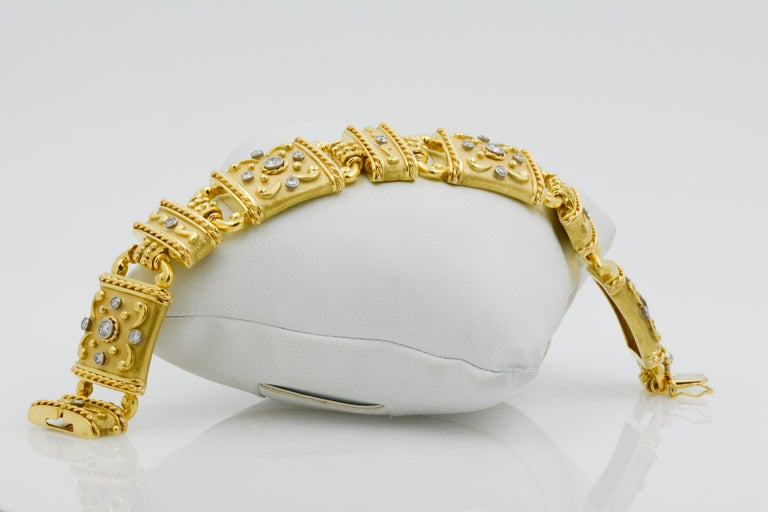 18 Karat Yellow Gold and Diamond Linked Bracelet For Sale 1