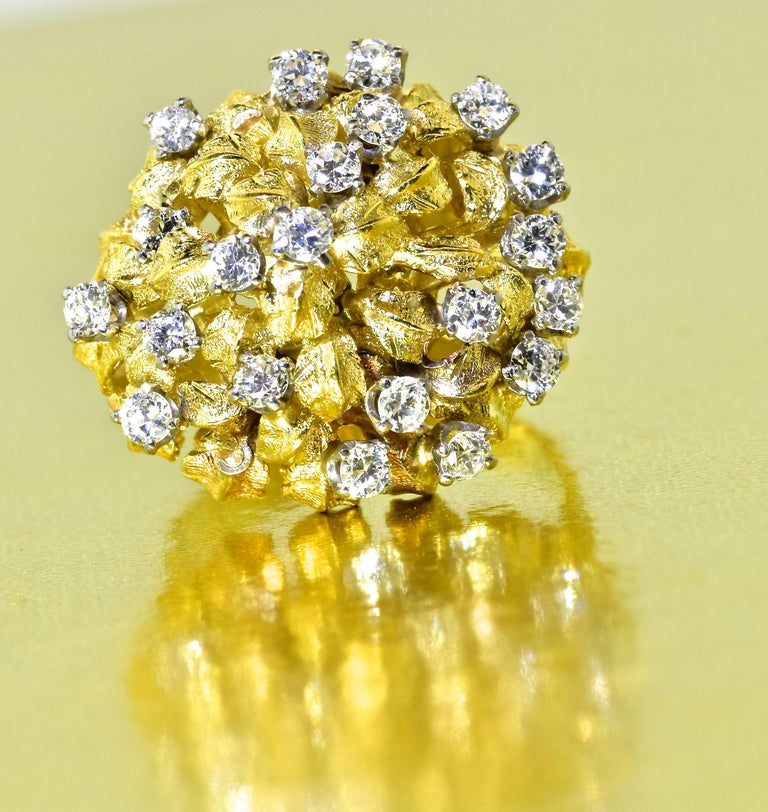 18 Karat Yellow Gold and Diamond Vintage Ring, circa 1960 For Sale 5