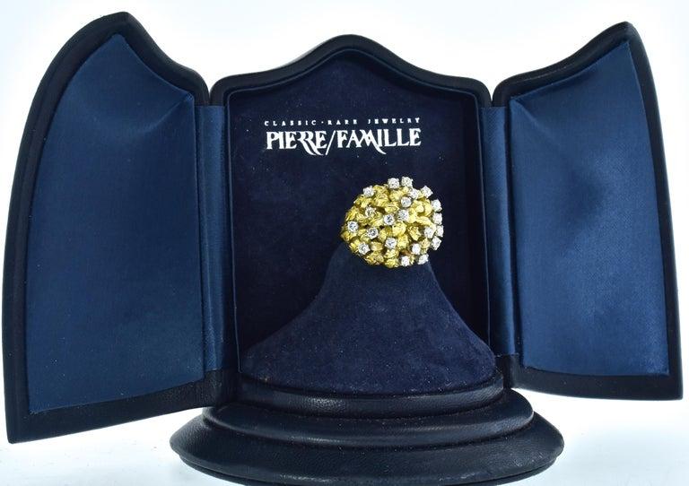 Women's or Men's 18 Karat Yellow Gold and Diamond Vintage Ring, circa 1960 For Sale