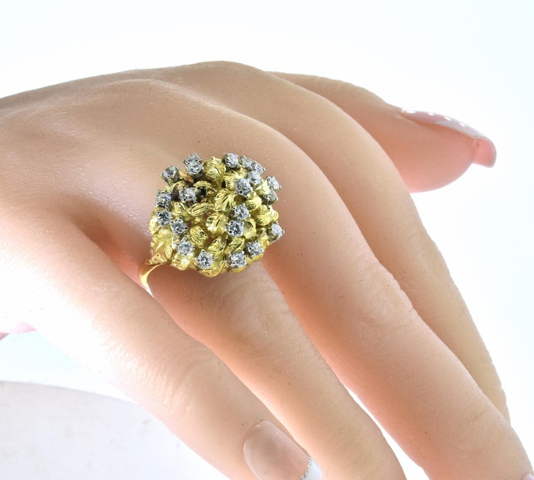 18 Karat Yellow Gold and Diamond Vintage Ring, circa 1960 For Sale 1