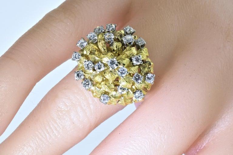 18 Karat Yellow Gold and Diamond Vintage Ring, circa 1960 For Sale 2