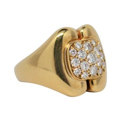 18k Yellow Gold and Round Brilliant Cut Diamond Cluster Ring, 0.87 Carats