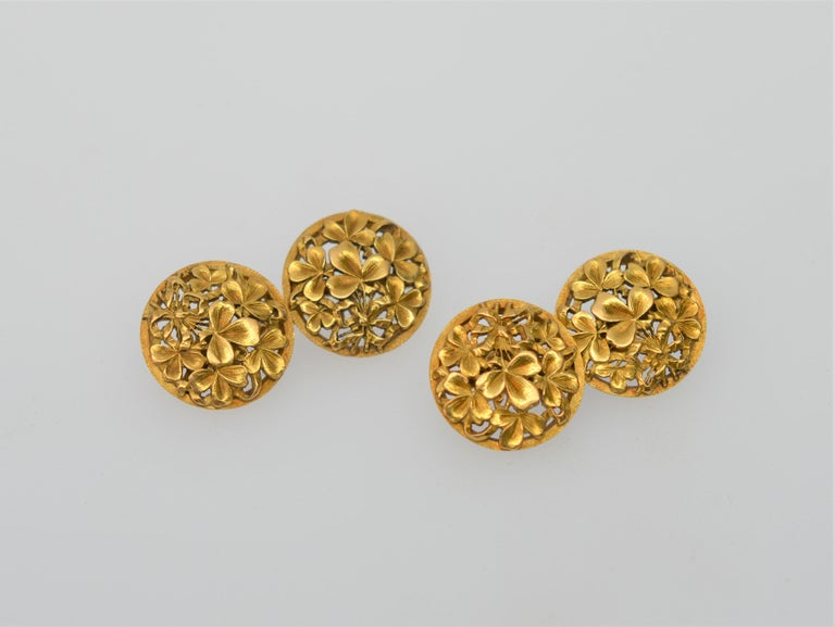 18K Yellow Gold Antique Clover Cuff Links In Excellent Condition For Sale In Mount Kisco, NY