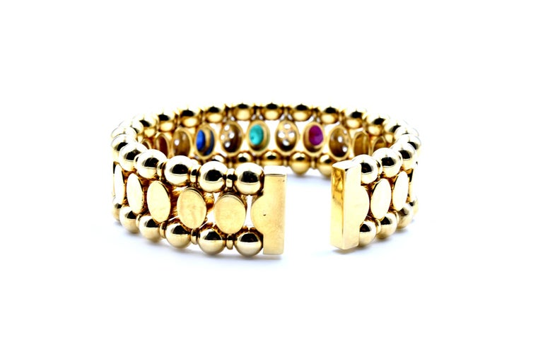 18 Karat Yellow Gold Cabochon Ruby, Sapphire and Emerald Bangle Bracelet In Excellent Condition For Sale In Scottsdale, AZ