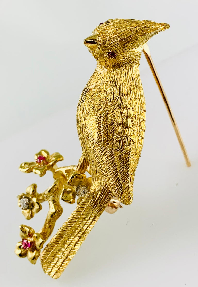 18 Karat Yellow Gold Diamond and Ruby Bird Brooch / Pin In Excellent Condition For Sale In Birmingham, AL