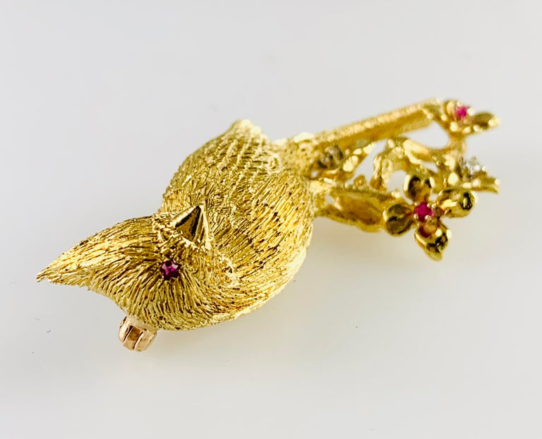 18 Karat Yellow Gold Diamond and Ruby Bird Brooch / Pin For Sale 4