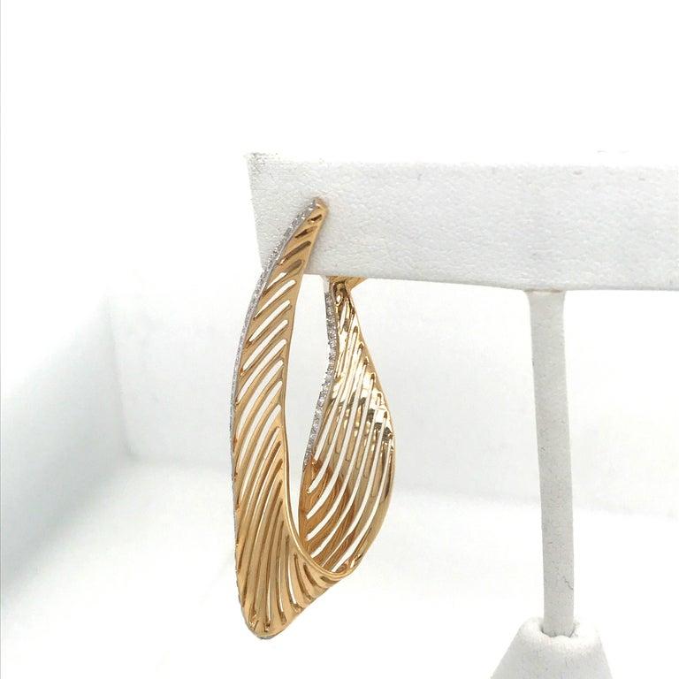 Contemporary 18 Karat Yellow Gold Diamond Swirl Drop Earrings 1.03 Carat For Sale
